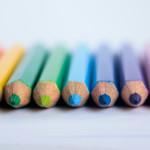 De caixas de lápis e vivências escolares